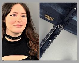 Halsband Kropfband Choker, Spitze mit Satinband, Nieten und Ring, Breite ca. 2,5 cm I