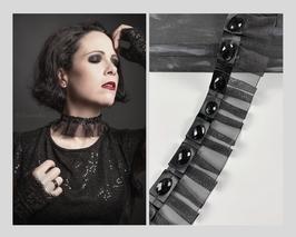 Halsband / Choker, Chiffon mit Satinband und facettierten Cabochons, Breite ca. 5,5cm D
