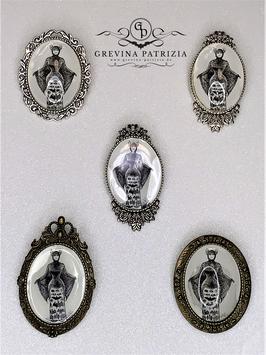 Brosche Fledermauslady viktorianisches Motiv, verschiedene Fassungen zur Auswahl