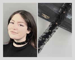 Halsband / Choker aus Chiffon, goldener Rand, Wollborte mit geschliffenen Glassteinen in Metallfassung, Breite ca. 2,5 cm C