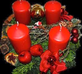 Rot mit großen Kerzen