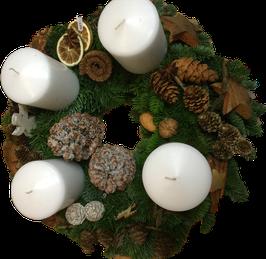 Weiß mit großen Kerzen