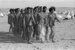 Christine Spengler. Sahara Occidental, 1976. L'entraînement de jeunes soldats.