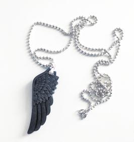 Obsidian-Flügel an extralanger Silberkette