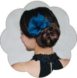 TISHA Feder Blüten Haarschmuck Blau