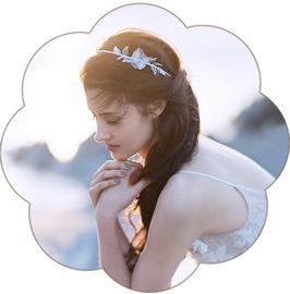 ARIELLE Brauthaarschmuck Spitze Blüte Haarband