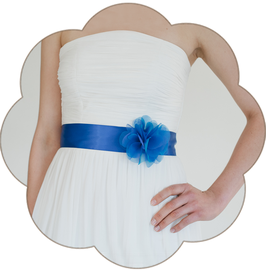 SILENA farbiger Brautgürtel + Seiden Blüte