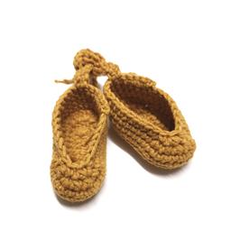 chausson en crochet pour poupée 38cm