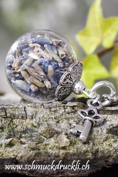 225 kleine Glashohlkugel mit echtem Lavendel und Schlüsselchen