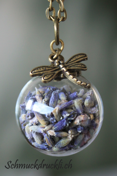 453 grosse Glashohlkugel mit echtem Lavendel und Libelle bronzefarben