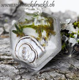 328 Kunstharz trifft Natur trifft Beton, grosser Diamantanhänger mit Schnecke