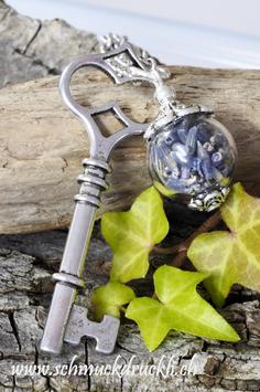 213 Mini Glashohlkugel mit Lavendel und XL-Schlüssel
