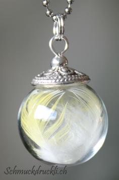 221b kleine Glashohlkugel mit Federchen Ziegensittich gelb