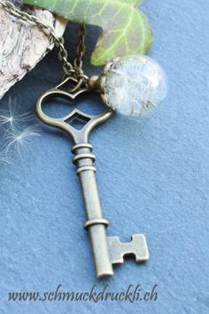 401 Mini Glashohlperle mit echten Pusteblumen und Schlüssel bronzefarben