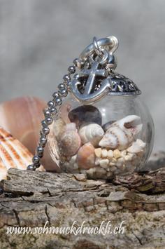 222 kleine Glashohlkugel mit echtem Sand / Muscheln und Anker