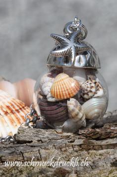 223 grosse Glashohlkugel mit echten Muscheln und Seestern