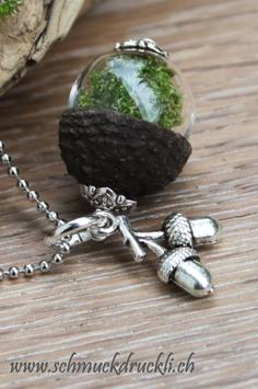 183 mini Glashohlkugel mit Moos und Eichelkappe