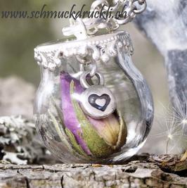161 kleine Glashohlperle mit Rosenknopse pink und Herzchen im Innern