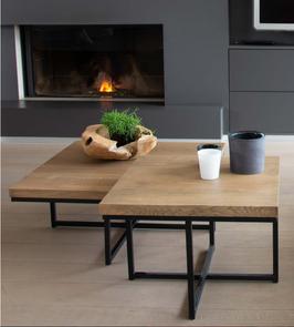 Table carré en bois et métal