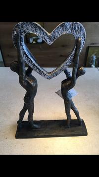 Frau und Mann bronzefarben mit Herz silber patiniert