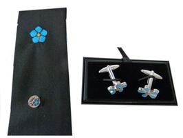 Boutons de manchettes, pin's et cravate Myosotis