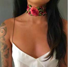 Choker Rosas