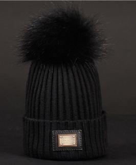Mütze mit Fellbommel