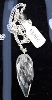 Pendule en cristal de roche facetté