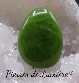 Pendentif pierre percée jade néphrite