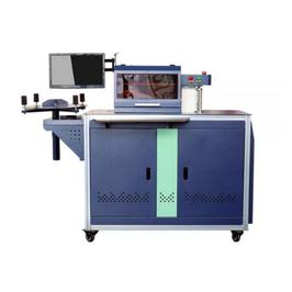A) 01 Máquina dobladora automática de letras de aluminio