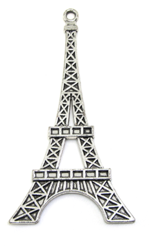 Une grande breloque tour Eiffel en métal argenté - 69 x 36 mm