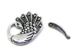 Fermoir toggle Paon en métal argenté vieilli
