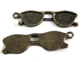 2 Breloques lunettes de soleil en métal bronze 32 x 9 mm