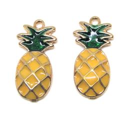 2 Breloques ananas en métal doré et émail jaune et vert 24 x 12 mm
