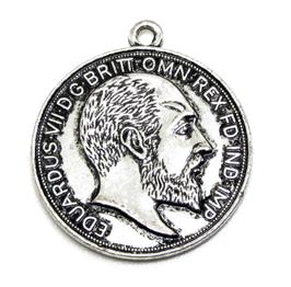 Breloque pièce de monnaie Anglaise en métal argenté  ± 29 mm