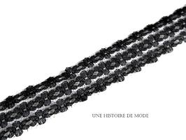 1 mètre de dentelle noire à fleurs - 26 mm - D95