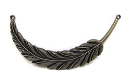 Grand pendentif connecteur plume en métal bronze - 95 x 17 mm