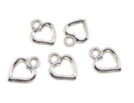 5 breloques coeurs en métal argenté évidé - RZZ185