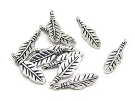 10 Breloques plume en métal argenté - 17 x 5 mm - RZZ28