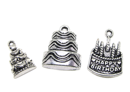 3 Breloques gâteaux d'anniversaire en métal argenté - RZZ178