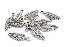 10 Breloques plumes en métal argenté - 14 x 4 mm - RZZ183