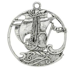 Grand pendentif bateau pirate en métal argenté ajouré  ± 44 x 39 mm