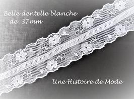 1 mètre de dentelle blanche  -  37 mm -  D112