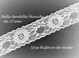 1 mètre de dentelle blanche à fleurs - 37 mm - D82