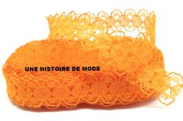 1 mètre de dentelle orange de 15 mm de largeur D121