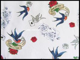 Tissu en coton blanc motifs tatoo et hirondelles , fleurs -  60 x 45 cm - Coupon T107