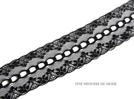 1 mètre de dentelle noire avec trous pour passer un ruban - 37 mm - D30