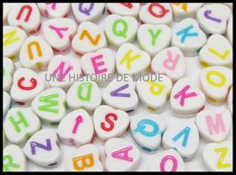 100 perles acrylique lettres alphabétique coeur de A à Z  - P1