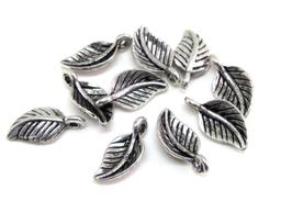 10 breloques feuilles en métal argenté - 15 x 7 mm - RZZ34