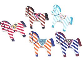 5 boutons cheval en bois couleurs mixtes - 27 x 30 mm - BT046